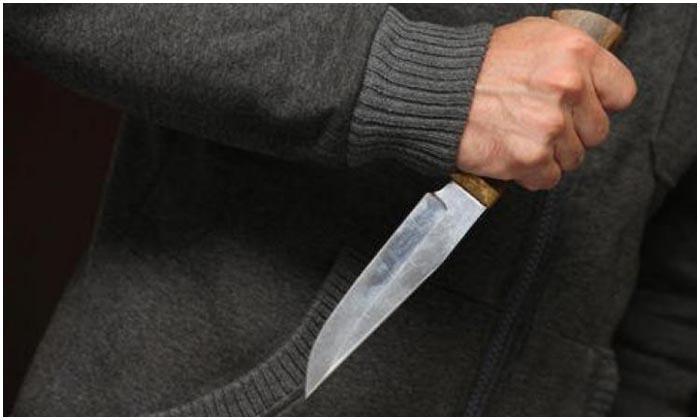 Ударил ножом