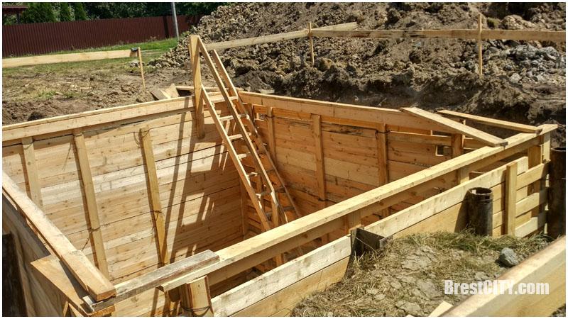 Деревянная постройка возле Кобринского моста в Бресте. Фото BrestCITY.com
