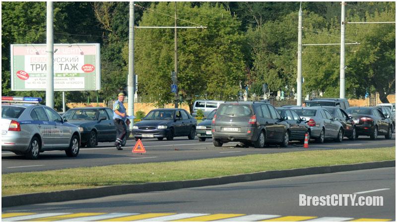 """ДТП. """"Паровозик"""" из пяти авто возле ЦМТ в Бресте"""
