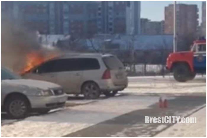 В Бресте на Рождество сгорел автомобиль
