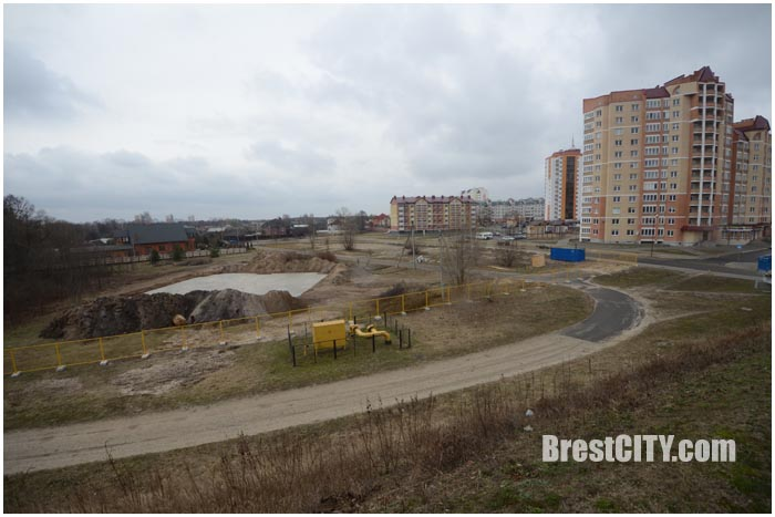 Площадка под строительства дома на ул.Богданчука в Бресте. Фото BrestCITY.com