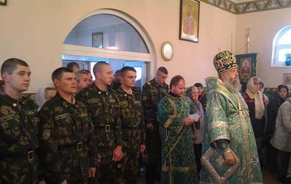 Пограничники в церкви