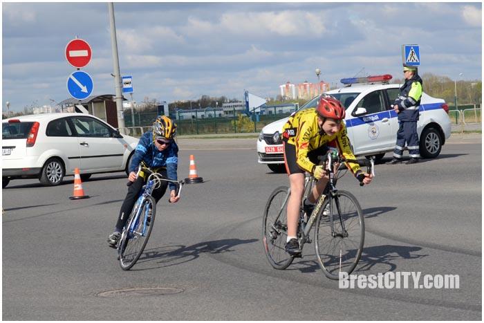 Пробка на улице Суворова в Бресте 8 апреля 2017. Фото BrestCITY.com