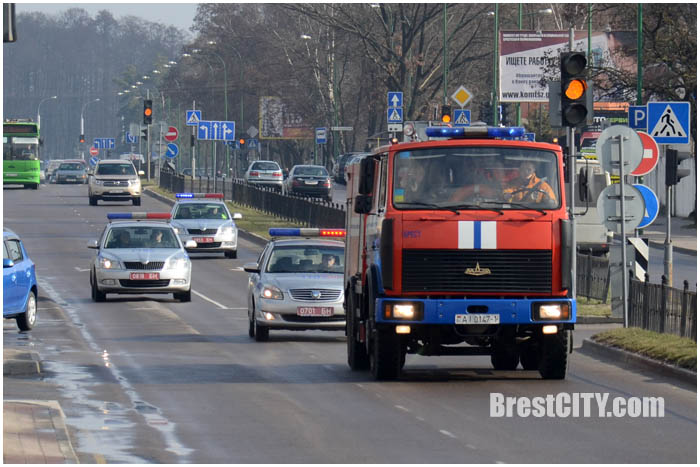 Уступают ли в Бресте машине МЧС. Фото BrestCITY.com