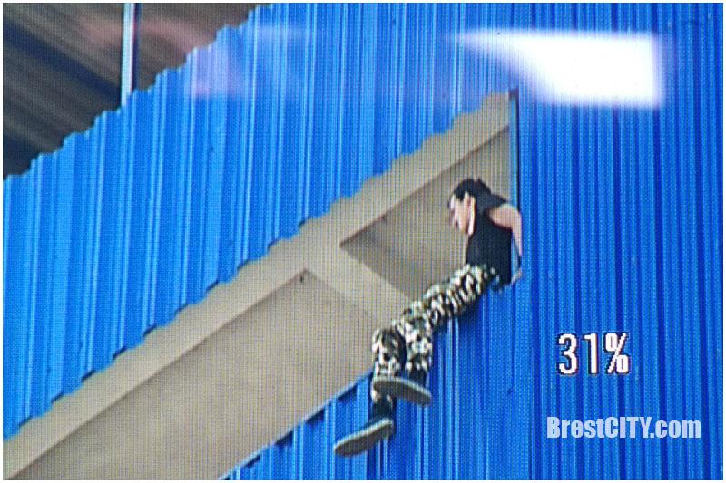 В Бресте парень хотел спрыгнуть с балкона 16 этажа