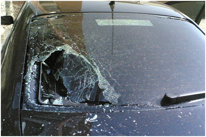 Разбил стекло в БМВ
