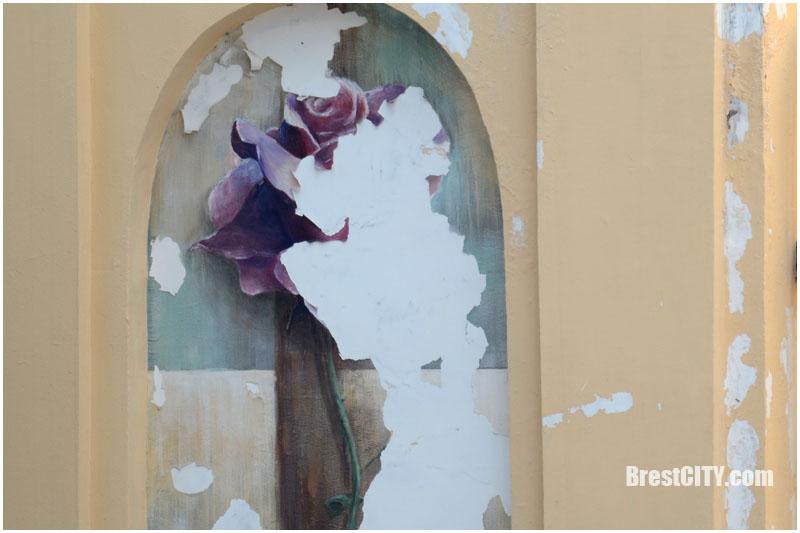 Восстановят ли розу на Комсомольской