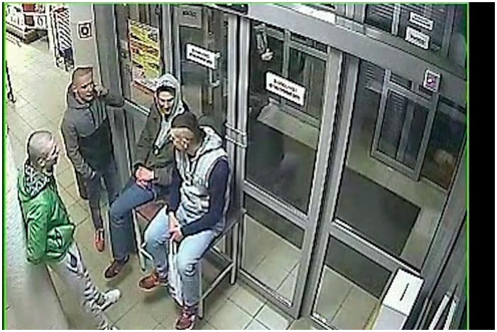 Милиция разыскивает посетителей магазина На болоте