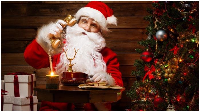 Санта звонит по телефону