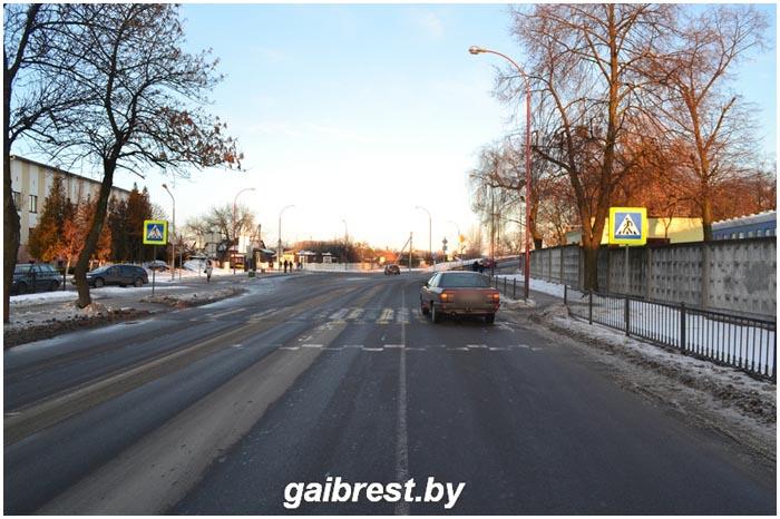 Водитель сбил женщину на пешеходном переходе