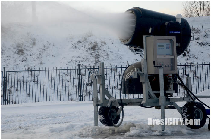 Снежные пушки на Гребном. Фото BrestCITY.com