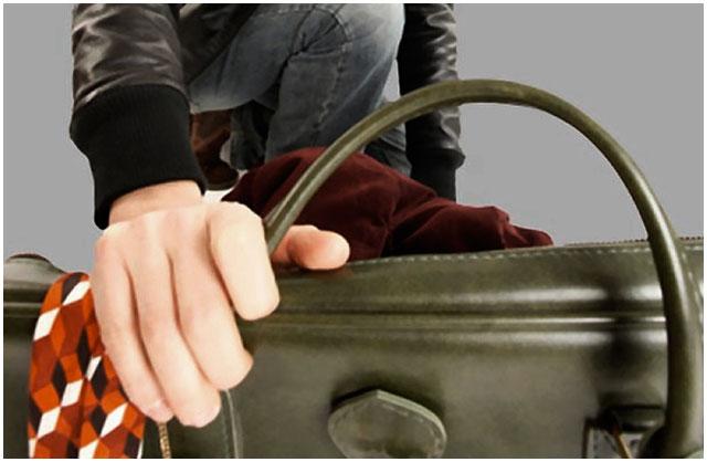 У брестчанки во время службы украли сумочку