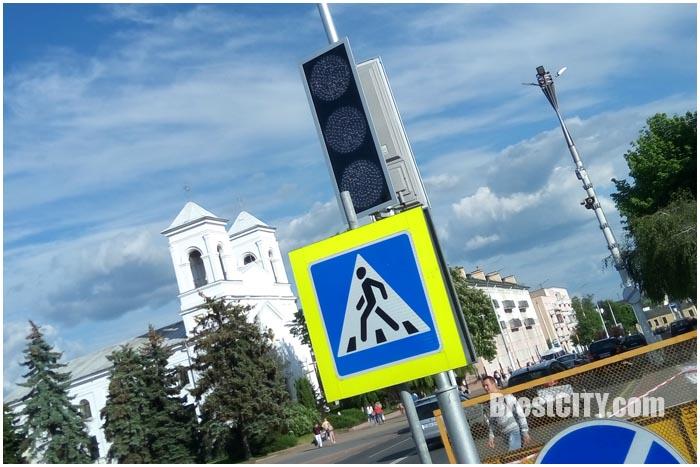 Светофор возле пл.Ленина установлен, но пока еще не работает