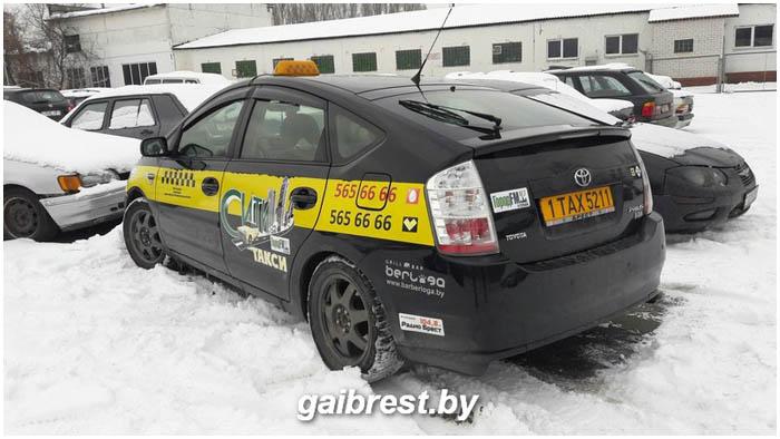 Авария с участием автомобиля такси на улице Гродненской в Бресте