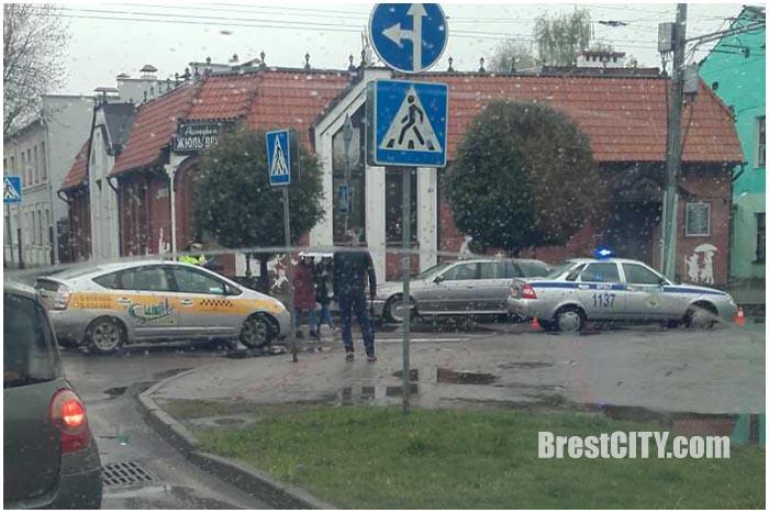 Водитель такси совершил наезд на пешехода