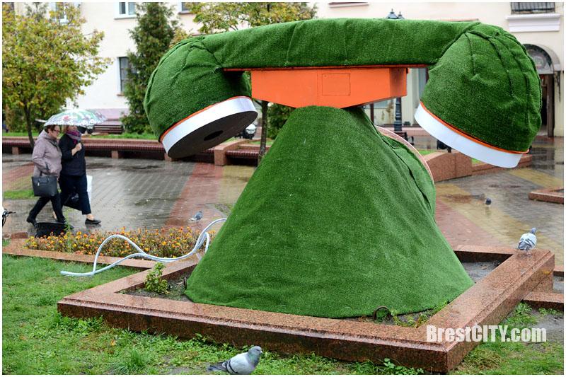 Большой зеленый телефон на Советской в Бресте
