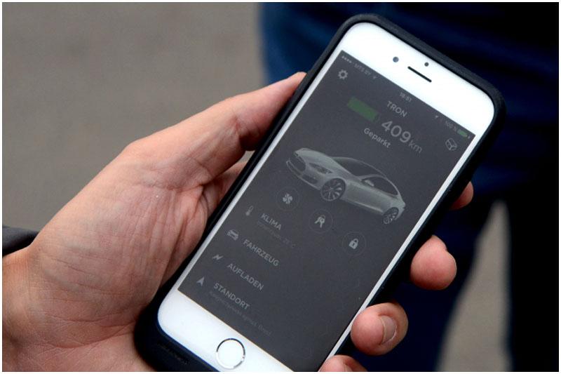 Путешественник из Испании на электромобиле Tesla стоимостью 120 000$ приехал в Брест