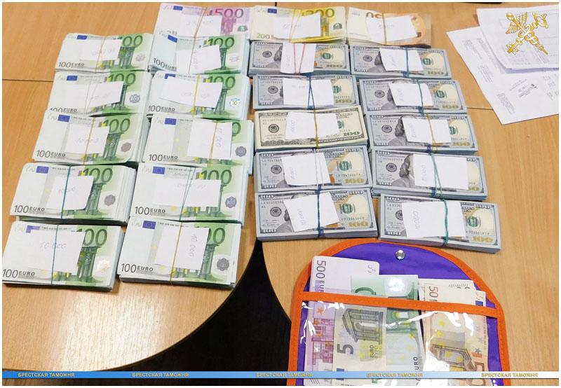 Россиянин вез в поезде более 270 тысяч долларов