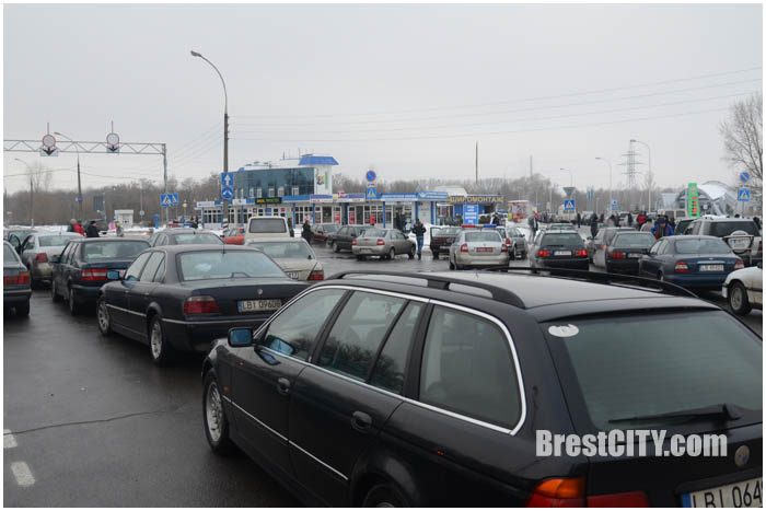Автомобильный конфликт на Варшавке возле границы. Фото BrestCITY.com
