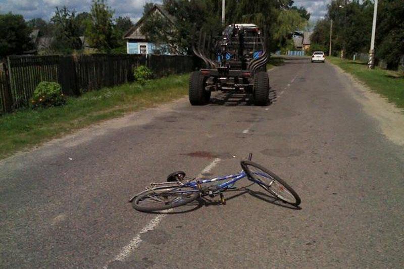 Пинский район: под колесами прицепа пострадала женщина-велосипедист
