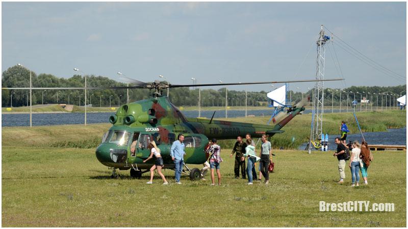 Очередь на вертолет в Бресте