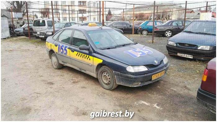 Вечером в Барановичах задержали пьяного таксиста