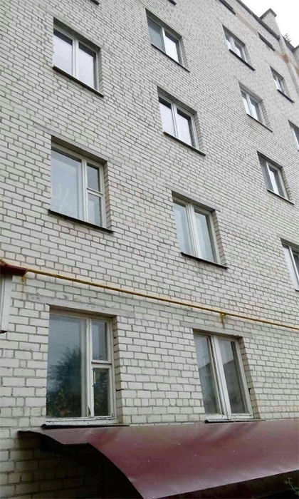 В Пинске выпал ребенок из окна