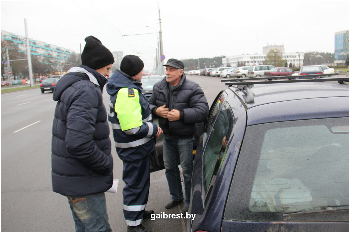 1 декабря: ГАИ проверила наличие зимних шин на автомобилях брестчан