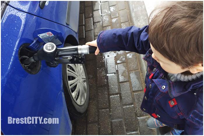 Каждую неделю покопейке— вБеларуси снова дорожает топливо