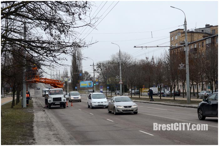 Звезды на проспекте Машерова в Бресте к 23 февраля. Фото BrestCITY.com