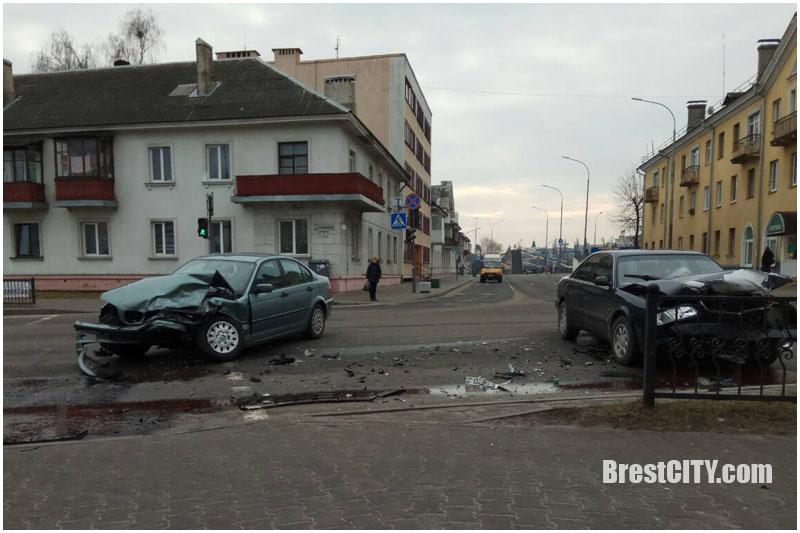 AUDI и BMW не поделили перекресток Республиканской и Спортивной в Бресте