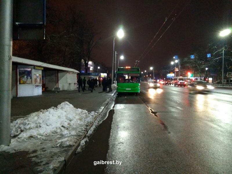 Брест. Школьник упал в городском автобусе и получил травмы