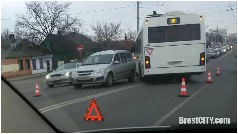 Кобринский мост. ДТП с участием городского автобуса