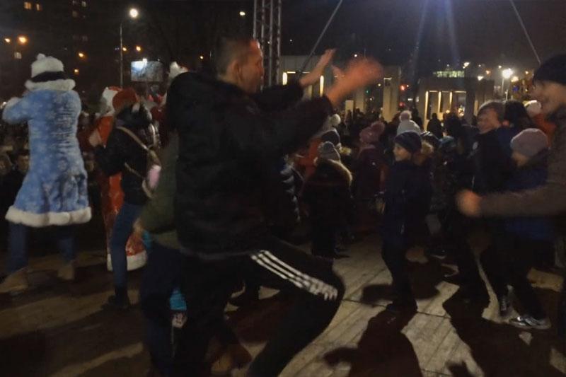 """Как это было: новогодний движ возле елки на """"Экваторе"""" в Бресте (видео)"""