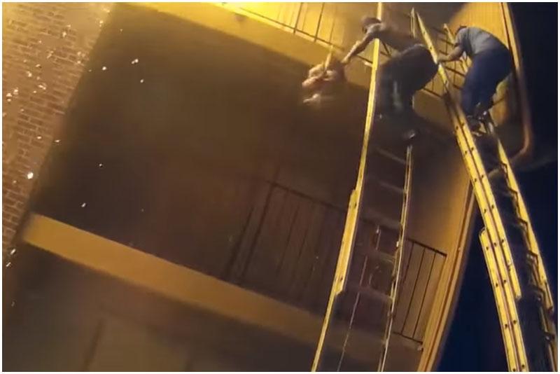 на пожаре отец бросил дочку с третьего этажа