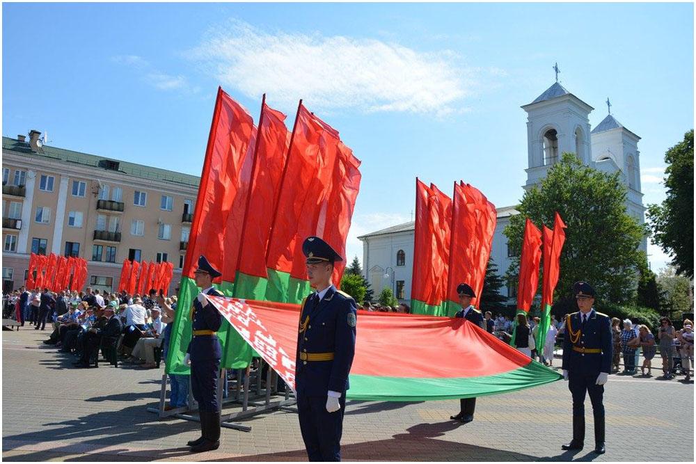 Как Лукашенко поздравил белорусов с Днем флага
