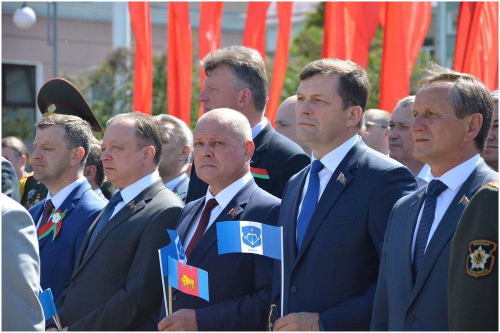 Лукашенко: герб ифлаг Республики Беларусь - визитная карточка еемиролюбивой политики