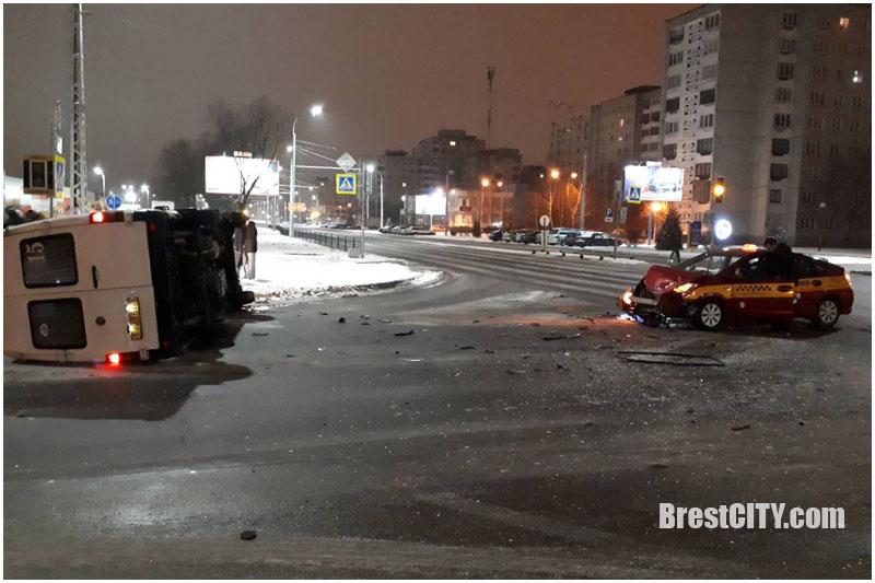 Пятеро пострадавших. Маршрутка и такси столкнулись в Бресте на перекрестке Гаврилова-Орловская
