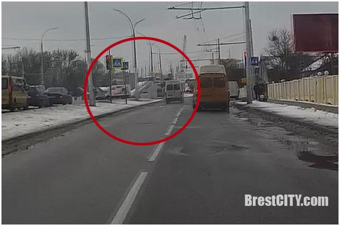 Проезд на красный: нетерпеливый брестский маршрутчик (видео)