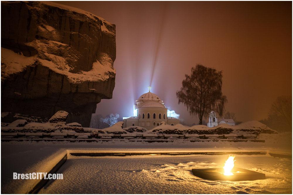 Шикарные ночные фотографии туманного зимнего Бреста