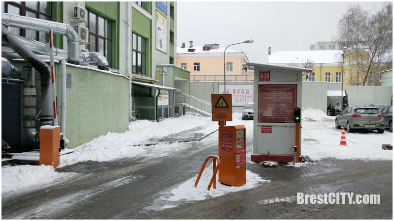 Сколько стоит платная парковка возле колхозного (центрального) рынка в Бресте