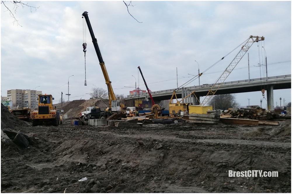 Возле Кобринского моста в Бресте появился жд переезд