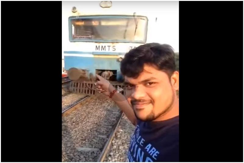 Видео: индийское селфи на фоне поезда едва не закончилось трагедией
