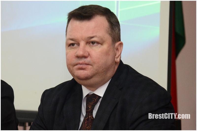 Избиратели встретились с депутатом Радченко по поводу аккумуляторного завода