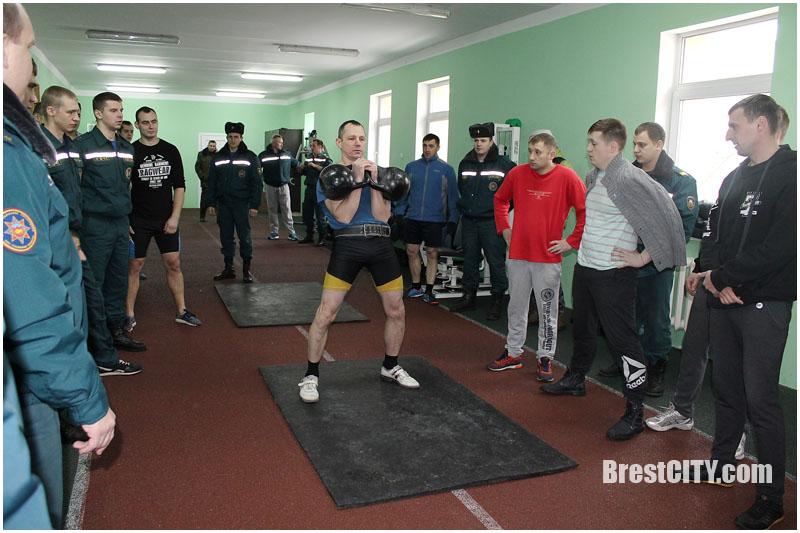 Спасатели-гиревики соревновались в Бресте