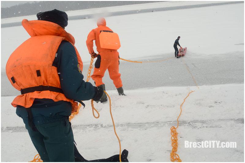 Спасение рыбаков на воде. Учения МЧС