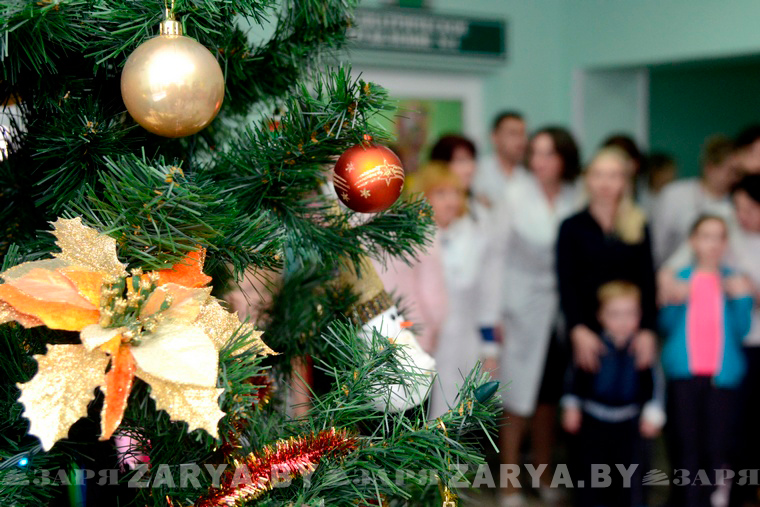 Детям в областной больнице вручили новогодние подарки от Президента