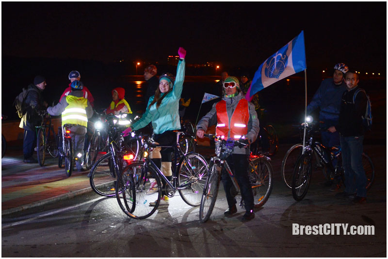 Символический велозаезд устроили в «Час Земли» на Брестском гребном канале