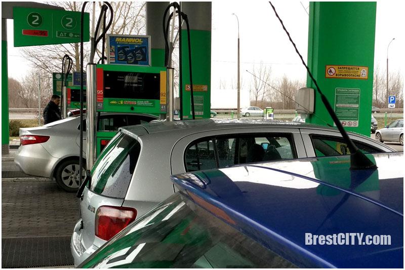 C 10 марта снова дорожает топливо: бензин на 1 копейку, дизель на 2 копейки