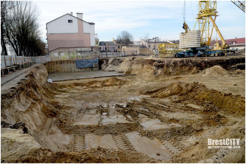«Прибужский квартал». Строительные работы в центре Бреста продолжаются